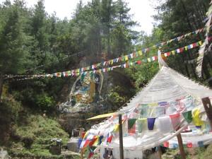 ベガナの岩絵とルンタのテント
